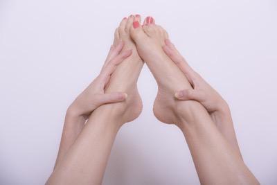 女性の足先